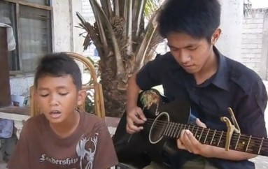"Phillippino Boy sings ""Dance with my Father Again"""