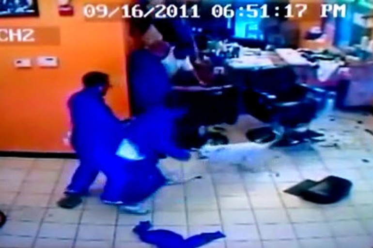 #Tbt: Pitbull Runs Up In Barbershop And Starts Biting Whoever (Lololol!)